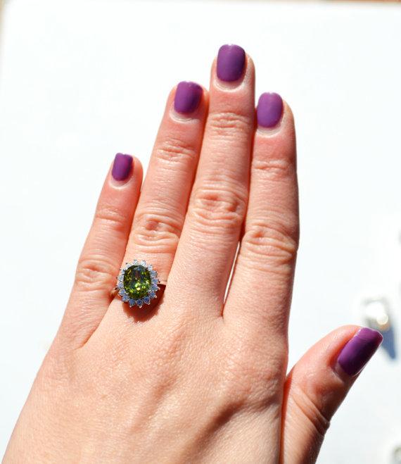 peridot_ring-hand
